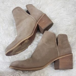 HINGE TAUPE SUEDE BARRIS PERFORATED BOOTIE SZ 7